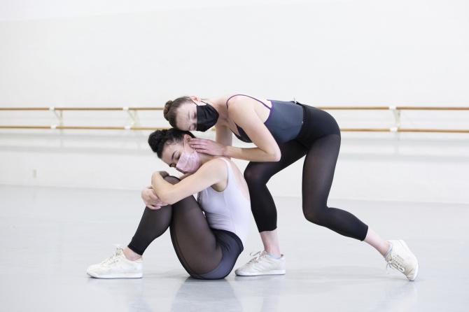 MCB dancers Adrienne Carter (left) and Nicole Stalker (right) rehearse Alaina Andersen's Fire. Photo © Alexander Iziliaev